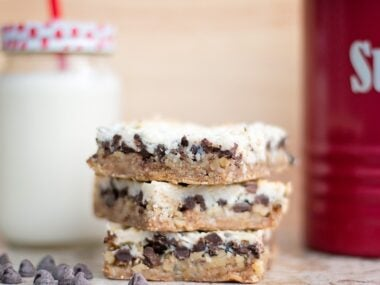 Food blogger, Bella Bucchiotti of xoxoBella, shares a recipe for coconut magic bars. These coconut squares or old fashioned coconut bars are a favourite.