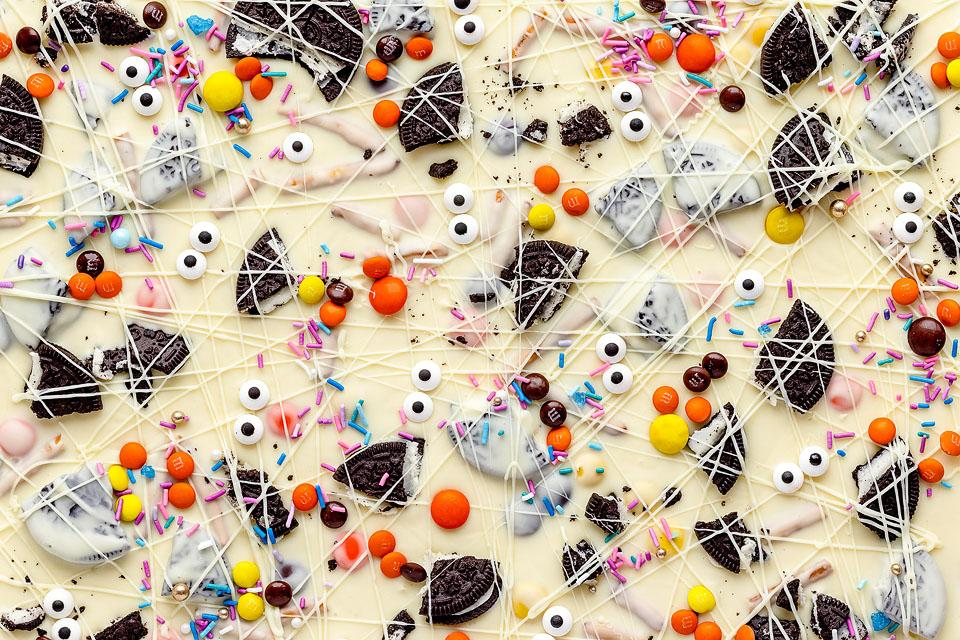 Food blogger, Bella Bucchiotti of xoxoBella, shares a recipe for Halloween white chocolate candy bark. You will love this Halloween treat with googly monster eyes!