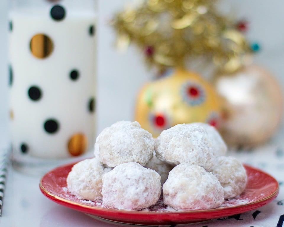 Christmas Snowball Cookies - xoxoBella