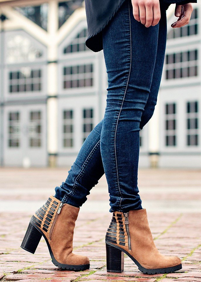 Guess Jean ChicWish Top Sam Edelman Booties