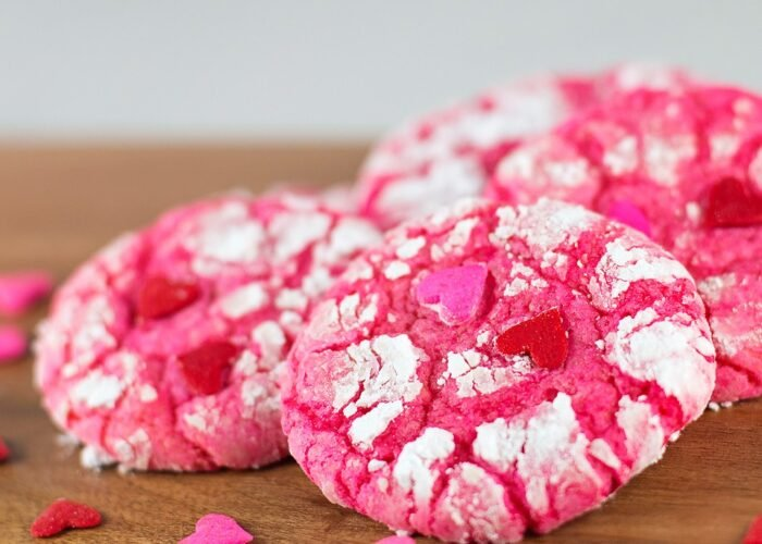 Food blogger, Bella Bucchiotti of xoxoBella shares an easy Valentine's recipe for Valentine Crinkle Cookies. These cake mix cookies are always a hit.