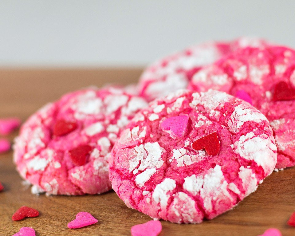 Food blogger, Bella Bucchiotti of xoxoBella shares an easy Valentine's recipe for Valentine Crinkle Cookies. These cake mix cookies are always a hit. You will love these crinkle cookies.