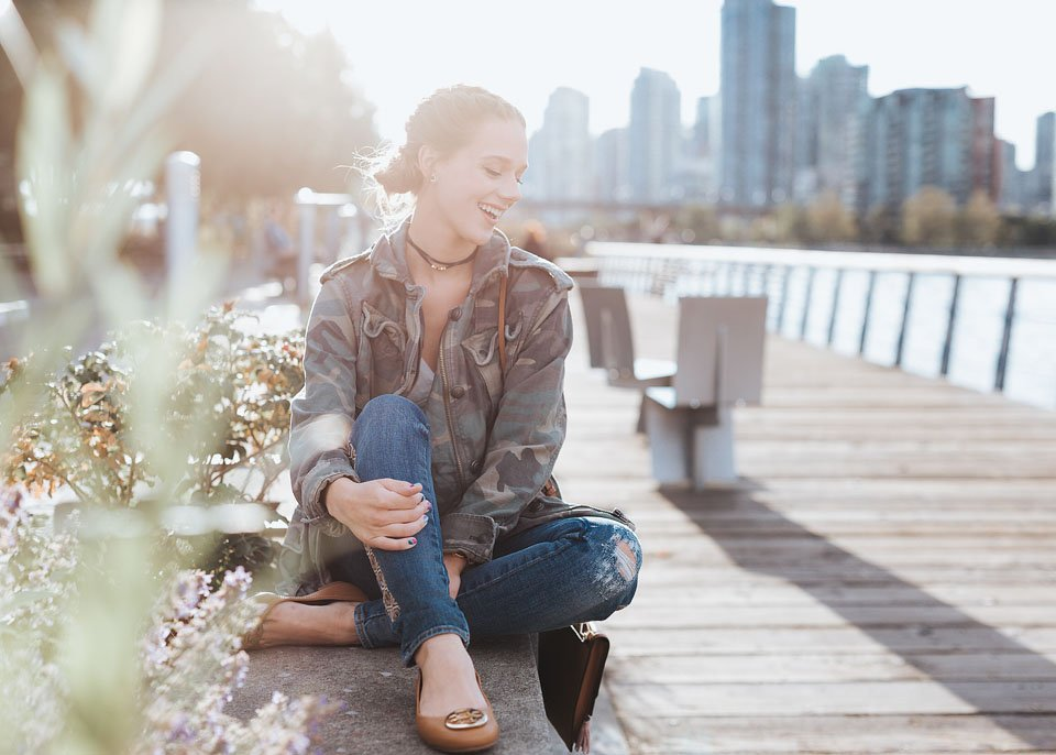 Lifestyle blogger, Bella Bucchiotti of xoxoBella shares easy sustainable fashion tips. These ideas make it easy to make sustainable clothing choices.