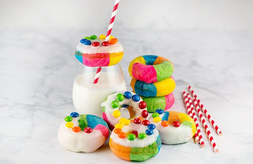 Blogger Bella Bucchiotti of xoxoBella made some easy baked rainbow donuts with colorful Skittles on the top. They are perfect for your next tailgating party.