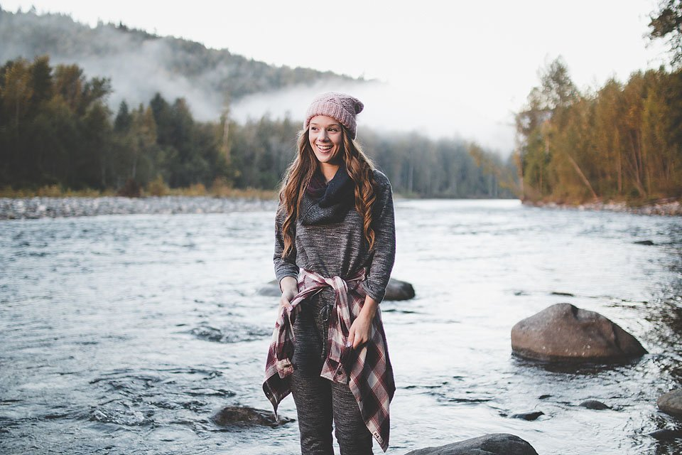 Blogger Bella Bucchiotti of xoxoBella is camping at Chilliwack River and using her Camelbak Forge Divide insulated mugs.