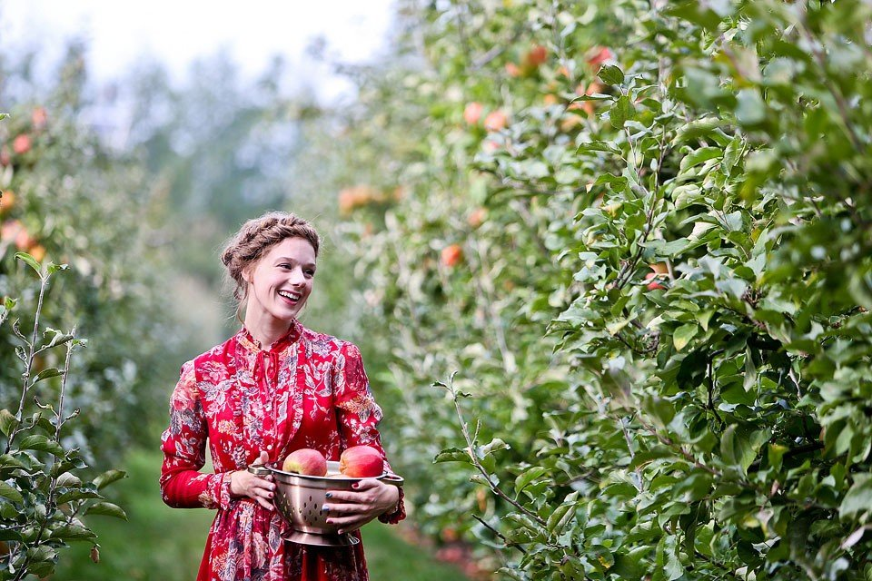 Blogger Bella Bucchiotti of xoxoBella is wearing a Ralph Lauren Denim & Supply dress and Hunter boots at an apple orchard.