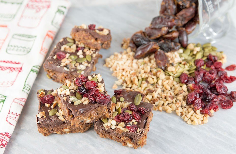 Blogger Bella Bucchiotti of xoxoBella shares a recipe for Date Peanut Bars using Genuine Health fermented Greek Yogurt proteins+.