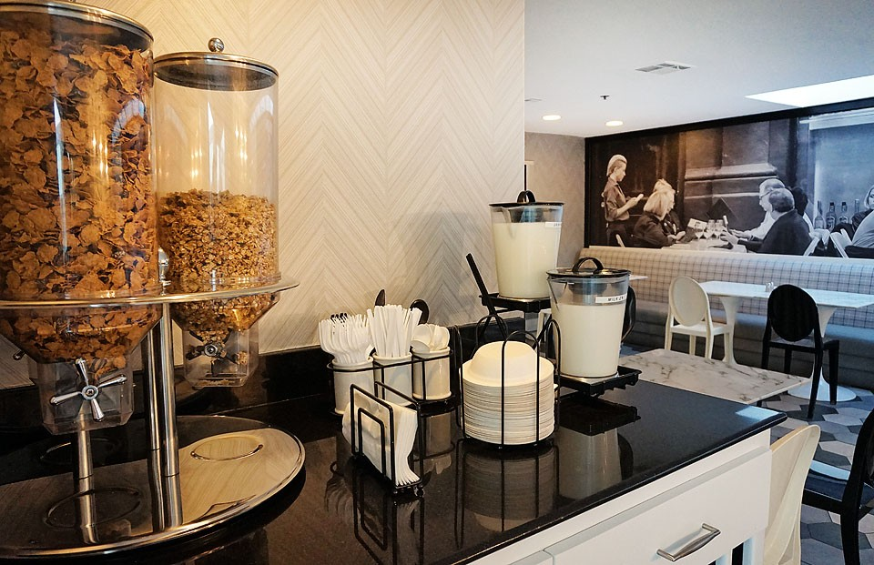 Blogger Bella Bucchiotti of xoxoBella shares about her stay at the Carlyle Inn which is a unique boutique hotel near Beverly Hills, California.