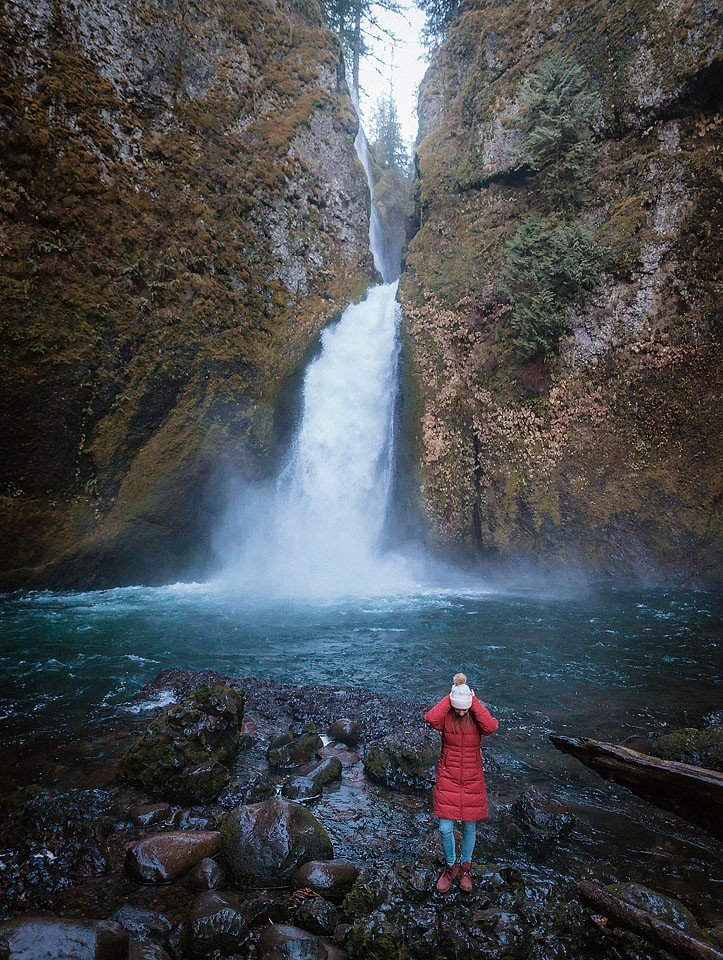 Blogger Bella Bucchiotti of xoxoBella is sharing a road trip to the Columbia River Gorge in Oregon to see waterfalls. Photo by Braedin Toth