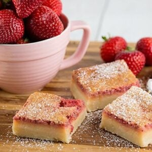 Blogger Bella Bucchiotti of xoxoBella shares a recipe for Strawberry Lemonade Bars. They are perfect for Valentine's Day, Easter, Wedding Showers or Baby Showers.