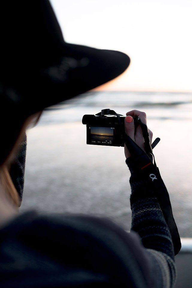 Blogger Bella Bucchiotti of xoxoBella.com shares about the Sony a6000, her favourite travel camera.