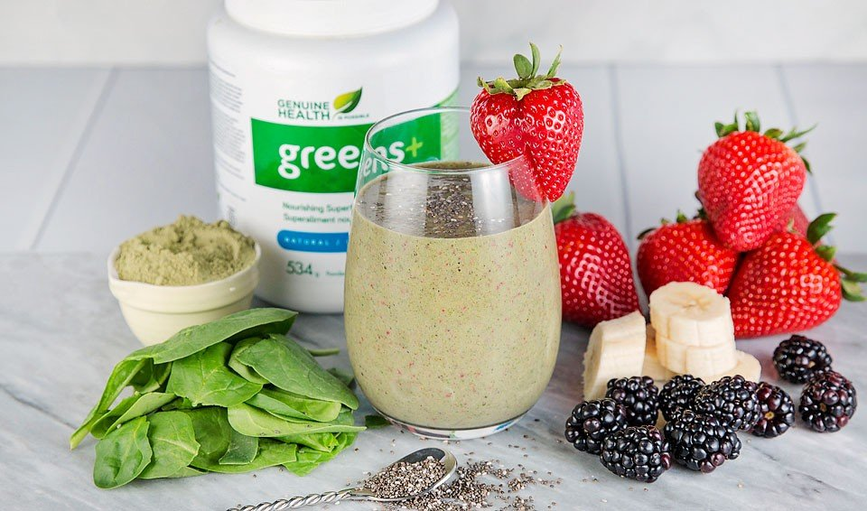Blogger Bella Bucchiotti of xoxoBella shares a recipe for a super green smoothie using greens+ from Genuine Health