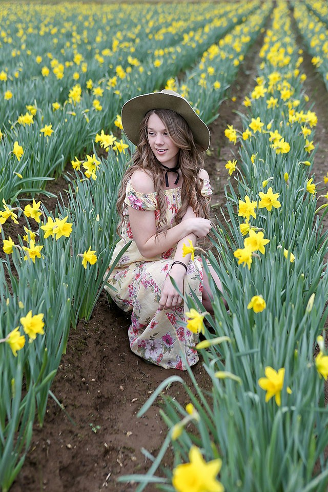 Blogger Bella Bucchiotti of xoxoBella.com shares a Billabong maxi dress in a field of daffodils.
