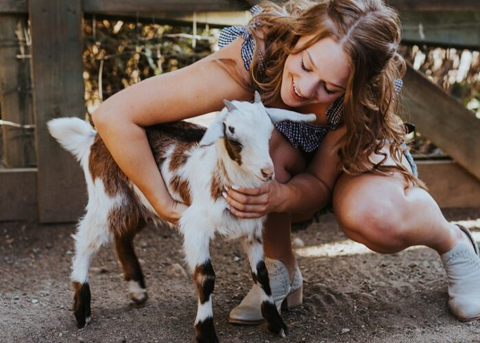 Blogger Bella Bucchiotti of xoxoBella.com shares a trip to Maan Farms in Abbotsford, BC to see the corn maze and farm animals.