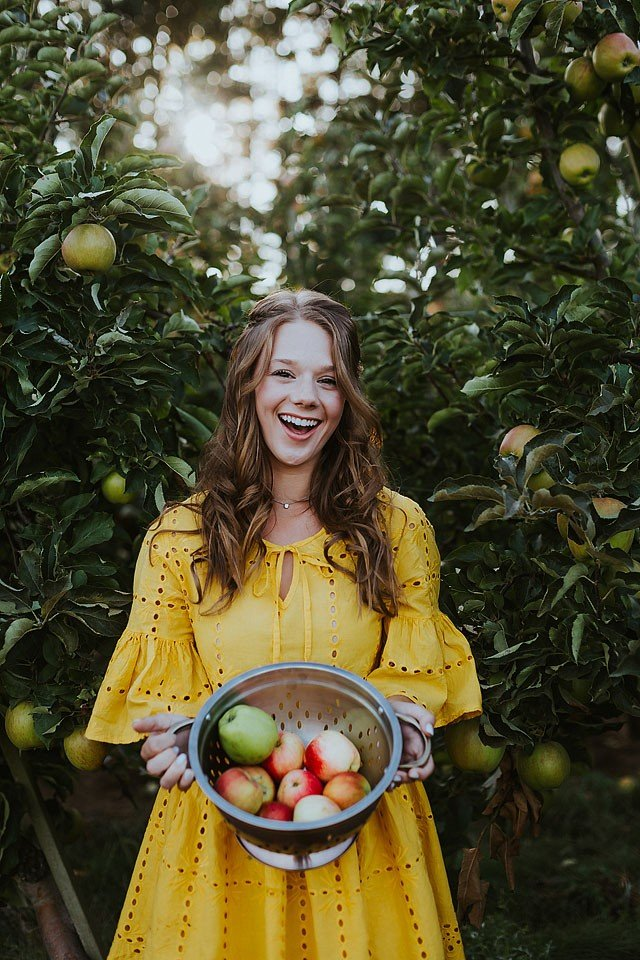 Fashion blogger, Bella Bucchiotti of xoxoBella shares a pretty yellow dress that is a great price and perfect for apple season.