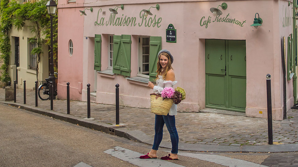 Blogger Bella Bucchiotti of xoxoBella.com shares a smocked Chicwish top shot by Shoot my Travel in the Montmartre area of Paris.