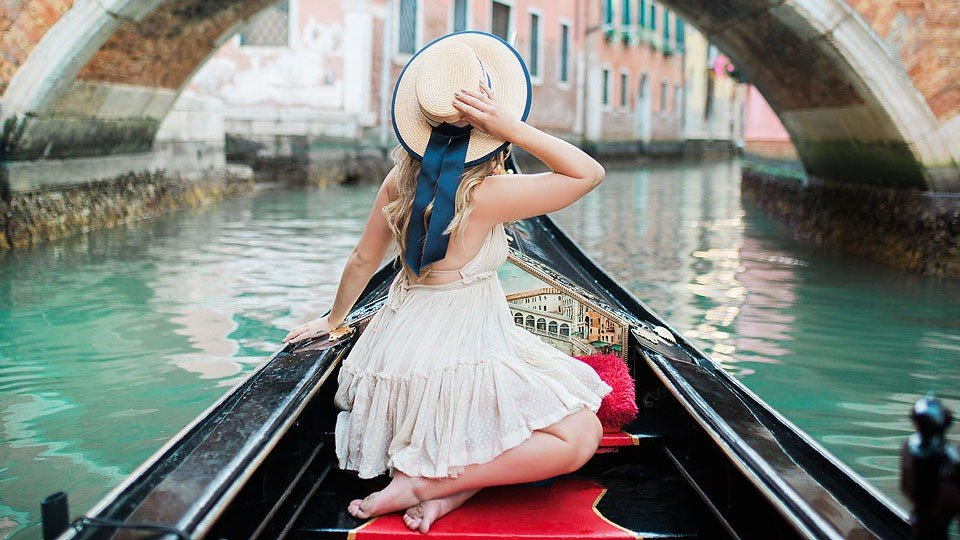 Blogger Bella Bucchiotti of xoxoBella.com shares photos from her trip to Italy and why she uses hotels.com.