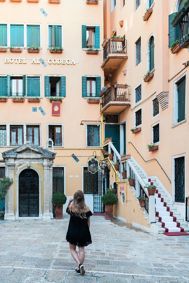 Blogger Bella Bucchiotti of xoxoBella.com shares photos from her trip to Venice, Italy and why she uses hotels.com.