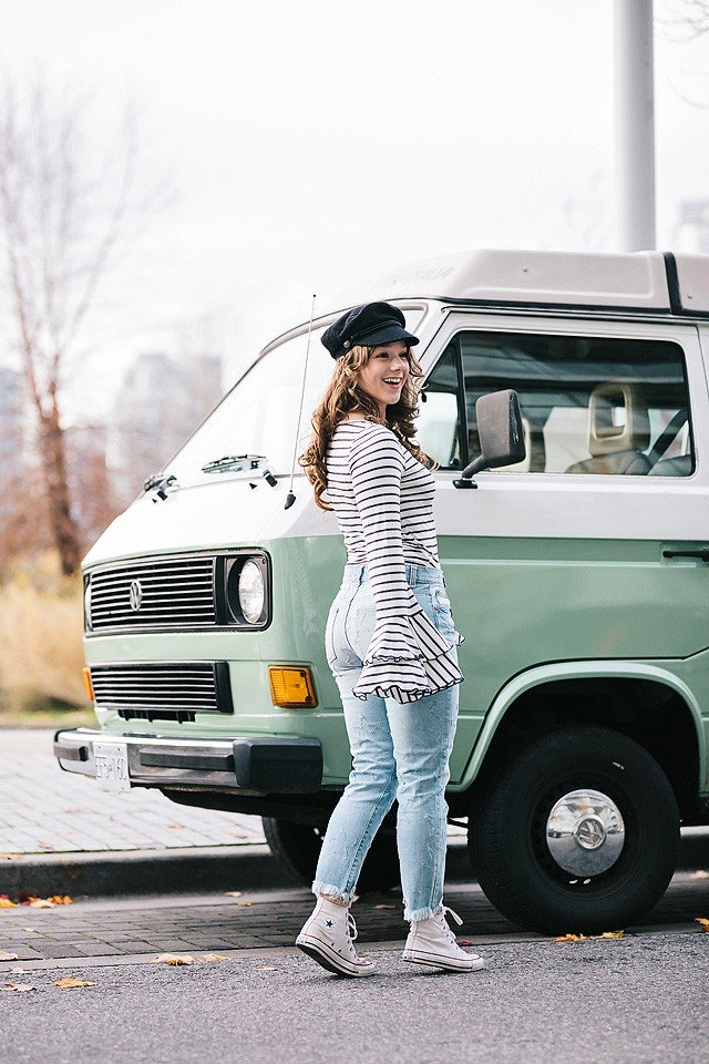 Blogger Bella Bucchiotti of xoxoBella.com shares her stripped bell sleeve top and star jeans from lulus.