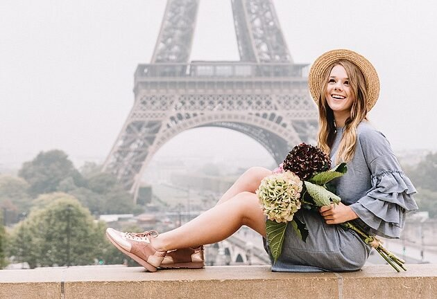 Blogger Bella Bucchiotti of xoxoBella.com shares photos from her trip to Paris, France at the Eiffel Tower. Photos by Flytographer.