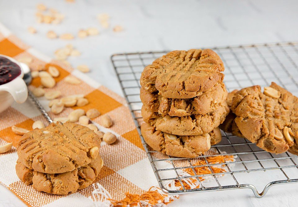 Blogger Bella Bucchiotti of xoxoBella.com shares a recipe for gluten free peanut butter and jam cookies.
