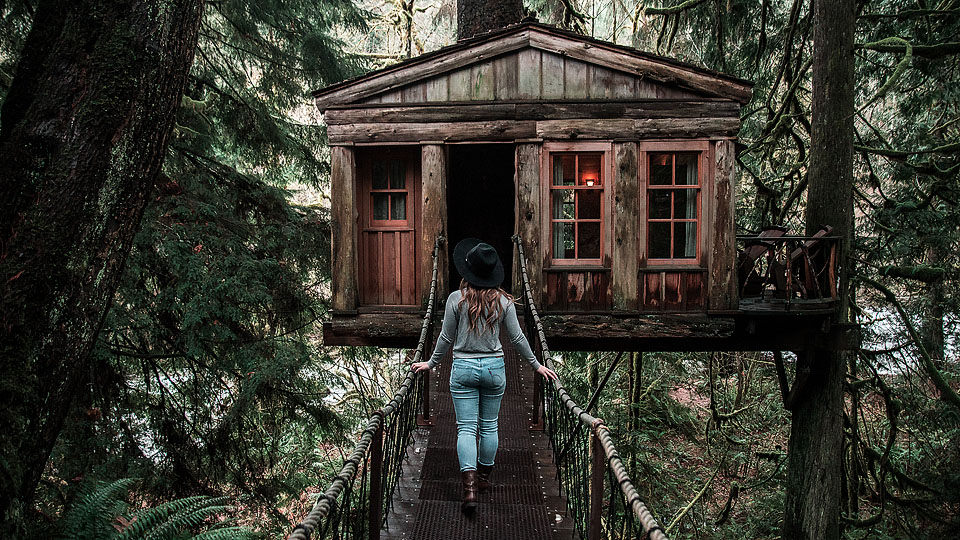 Blogger Bella Bucchiotti of xoxoBella.com shares her road trip to Treehouse Point in Seattle, Washington.