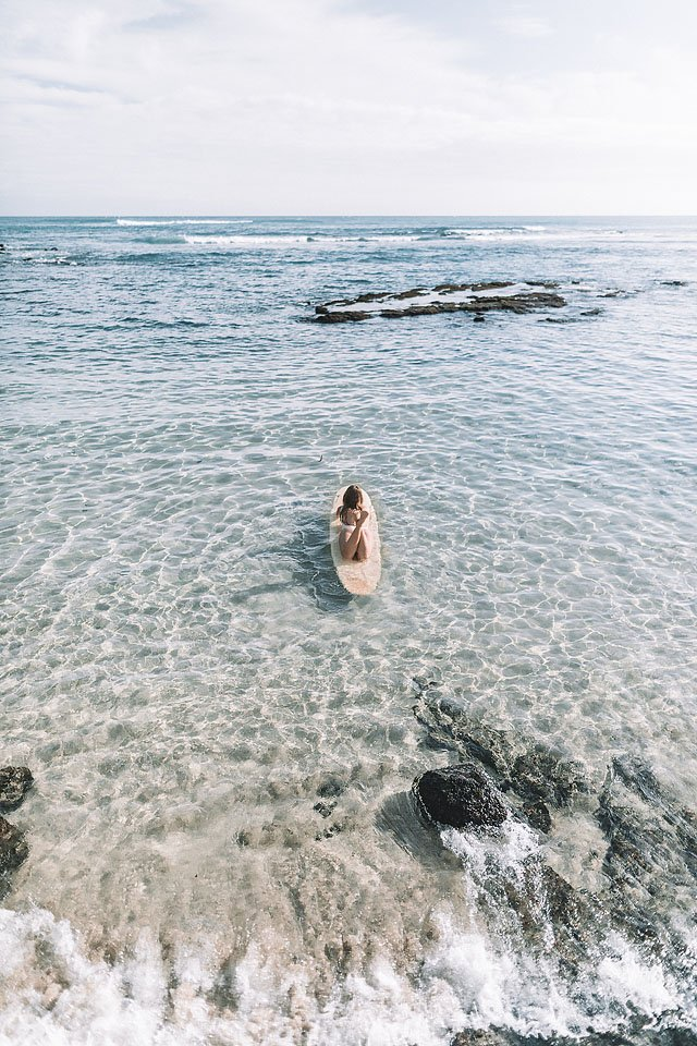 Blogger Bella Bucchiotti of xoxoBella.com shares her trip to Oahu. which included swimming with sharks, climbing mountains, beach hangouts and so much more.