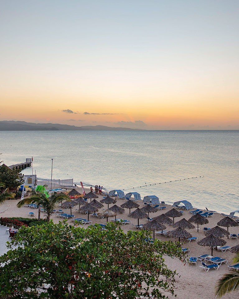 Blogger Bella Bucchiotti of xoxoBella.com shares her trip to Jamaica with Air Transat and Visit Jamaica. They stayed at the beautiful Royal Decameron Cornwall Beach in Montego Bay.