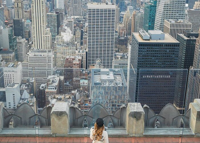 Blogger Bella Bucchiotti of xoxoBella.com shares about her trip to NYC in the wintertime. She was there just after Christmas and it was magical!