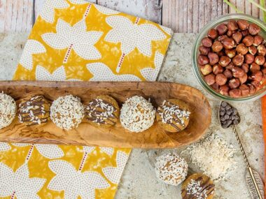 Blogger Bella Bucchiotti of xoxoBella.com shares a recipe for raw vegan no bake carrot cake energy balls.