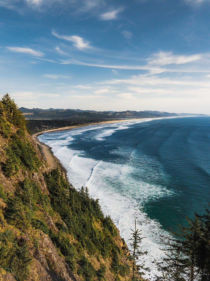 Blogger Bella Bucchiotti of xoxoBella.com shares her spring Oregon road trip with visits to parks, waterfalls and more.