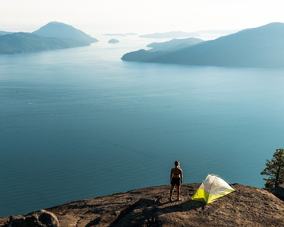 Blogger Bella Bucchiotti of xoxoBella.com shares 10 hikes she did this summer around Vancouver, British Columbia, Canada.