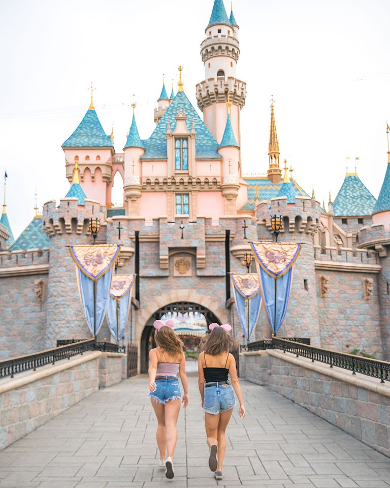 Blogger Bella Bucchiotti of xoxoBella.com shares about her trip to Disneyland in California. She visited the new Pixar Pier and enjoyed all things Disney!