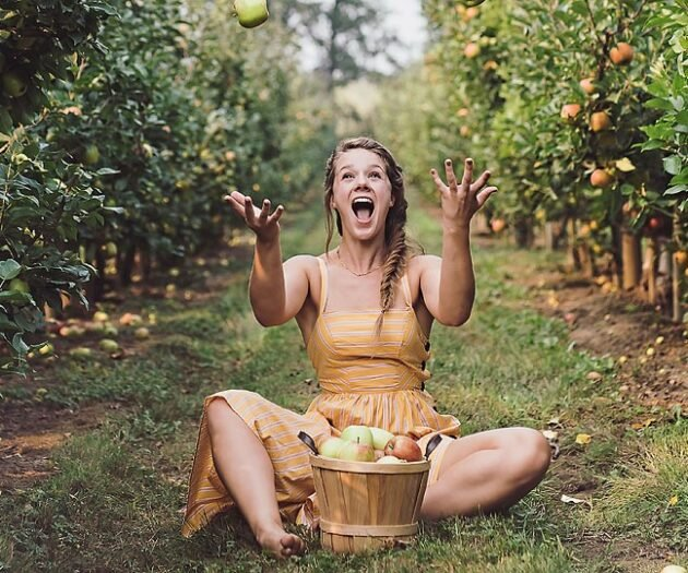 Blogger Bella Bucchiotti of xoxoBella.com shares why she loves apple season in BC with BC Tree Fruit and a recipe for an apple cranberry bake with is a great topping for pancakes, oatmeal or ice cream.