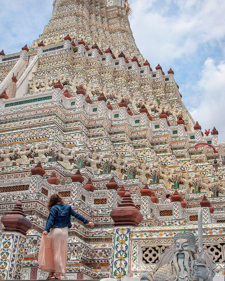 Blogger Bella Bucchiotti of xoxoBella.com shares details about her trip to Thailand. She went to Bangkok, Chaing Mai, and Sukhothai.