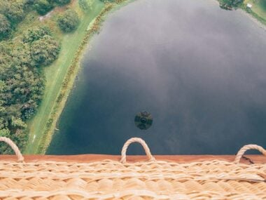 Blogger Bella Bucchiotti of xoxoBella.com shares about her experience hot air ballooning in Orlando, Florida.