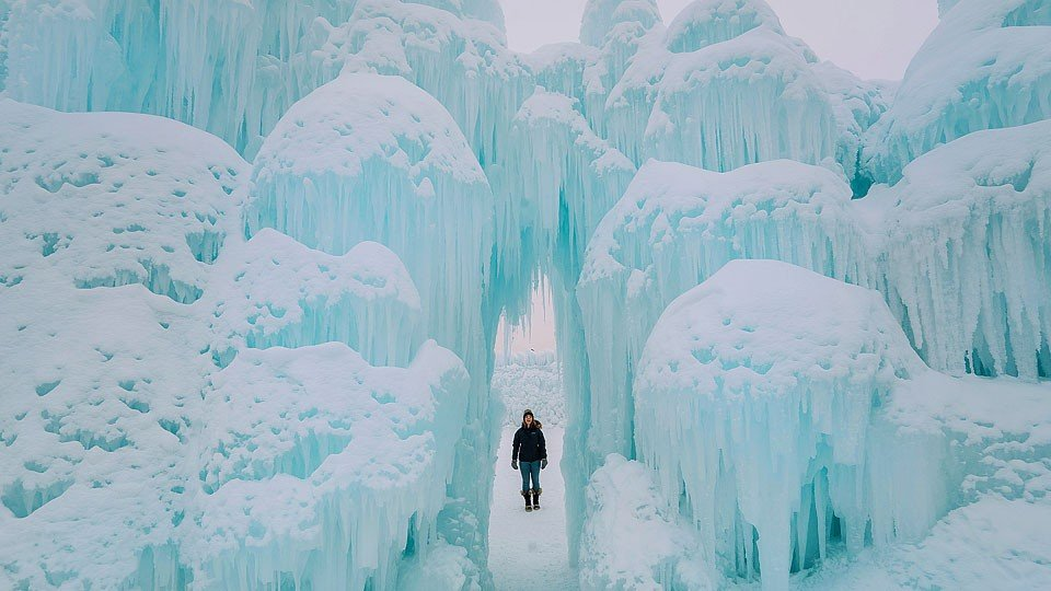 Blogger Bella Bucchiotti of xoxoBella.com shares about her visit to the ice castles in Edmonton, Alberta.