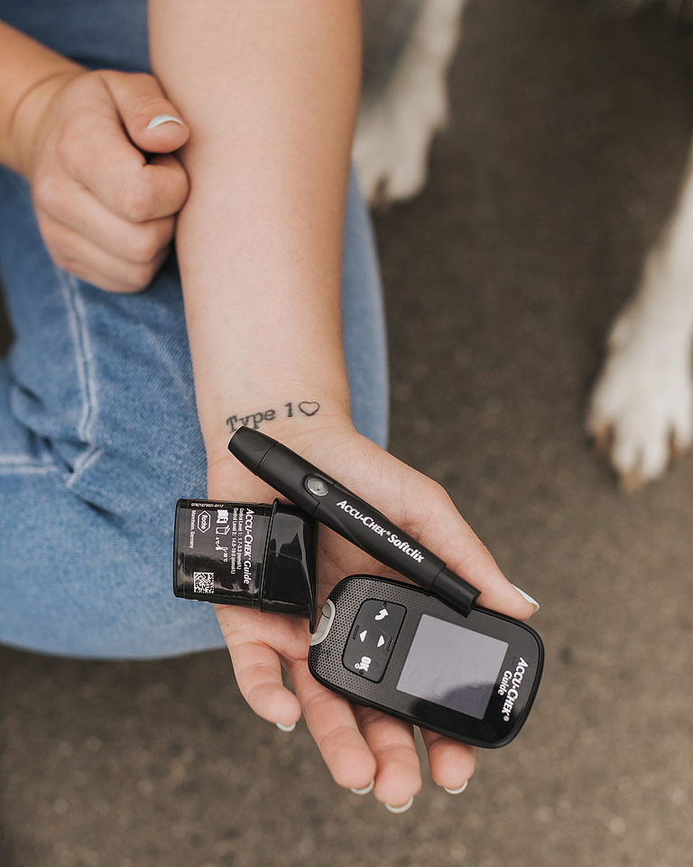 Blogger Bella Bucchiotti of xoxoBella.com shares a Type 1 diabetes Q&A video put together with Roche Diabetes Care, featuring the Accu-Chek Guide system and the mySugr App.