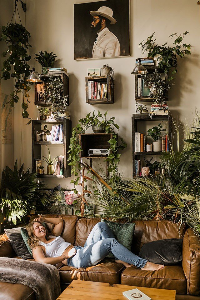 Blogger Bella Bucchiotti of xoxoBella.com shares her new plant owner guide. It is everything a new plant parent needs to know. Plant parenting 101.