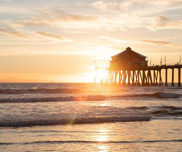 Blogger Bella Bucchiotti of xoxoBella.com shares her southern California road trip. The last stop was in Huntington Beach aka Surf City, USA where she went surfing, s'mores on the beach and lots of great food.