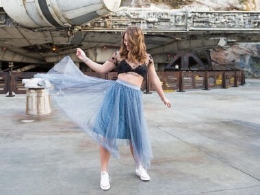 Blogger Bella Bucchiotti of xoxoBella.com shares a guide to Disneyland's Star Wars: Galaxy's Edge. Tips and highlights for the new Star Wars Land at Disneyland. You will really enjoy Disneyland's Star Wars.