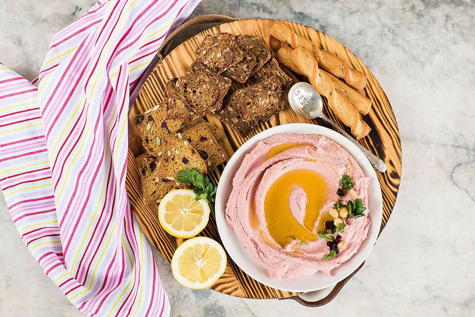 Food blogger, Bella Bucchiotti of xoxoBella shares a recipe for pink hummus. This beet hummus is easy to make and so tasty!