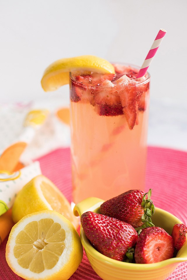 Blogger Bella Bucchiotti of xoxoBella.com shares an easy summer drink recipe for sparkling strawberry lemonade using her SodaStream.