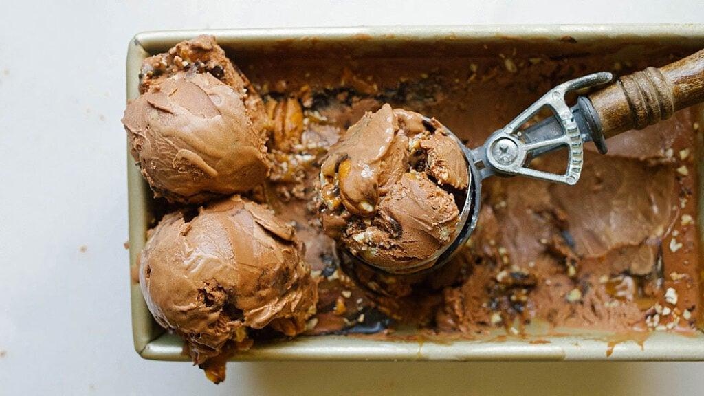 Blogger Bella Bucchiotti of xoxoBella.com shares the 60 best ice cream recipes. You will love these handmade ice cream recipes!