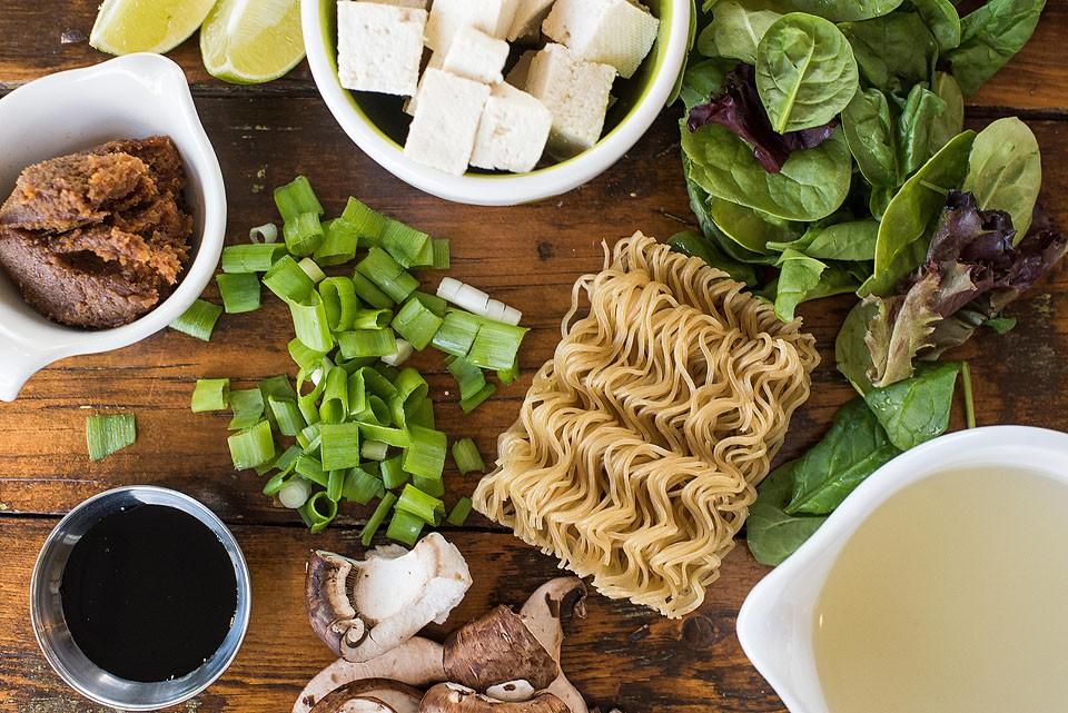 Gluten free and celiac blogger Bella Bucchiotti of xoxoBella.com shares a recipe for yummy gluten free vegan ramen.
