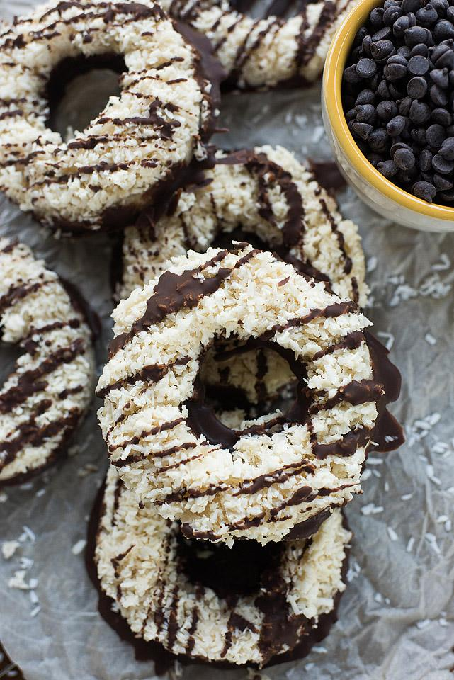 Gluten free food blogger, Bella Bucchiotti of xoxoBella shares a recipe for gluten free vegan samoa cookies. They are everyone's favourite Girl Guide cookie!