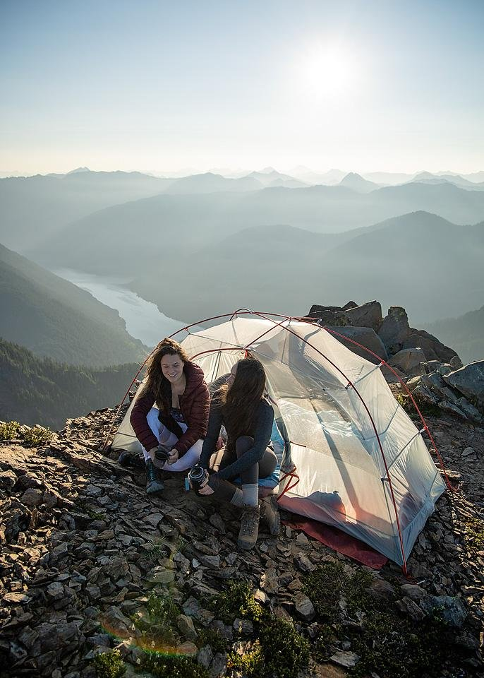 Travel blogger, Bella Bucchiotti of xoxoBella shares information and hiking tips with hiking etiquette. This trail etiquette will help everyone enjoy your adventure.