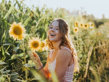 Lifestyle blogger, Bella Bucchiotti of xoxoBella share Instagram captions for flower pics. You will love these puns for flower photos and captions.