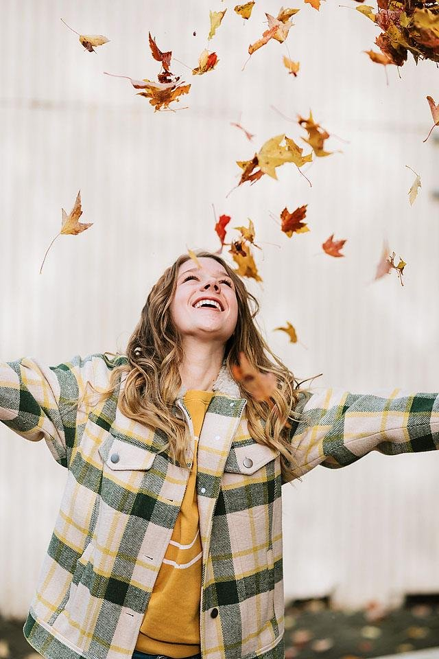 Lifestyle blogger, Bella Bucchiotti of xoxoBella shares a big fall bucket list for all you need to do this autumn. What is on your autumn bucket list?