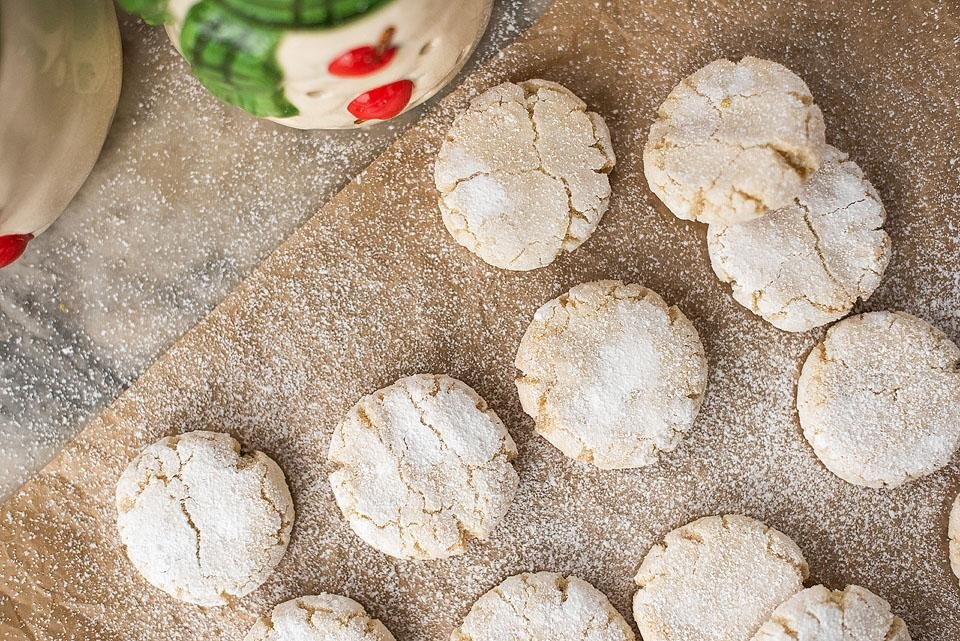 Food blogger, Bella Bucchiotti of xoxoBella shares a recipe for gluten free amaretti cookies. These gluten free cookies are tasty year round or a great addition to your Christmas baking.
